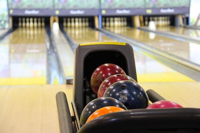 Oslavte narozeninovou párty nově – zkuste bowling!