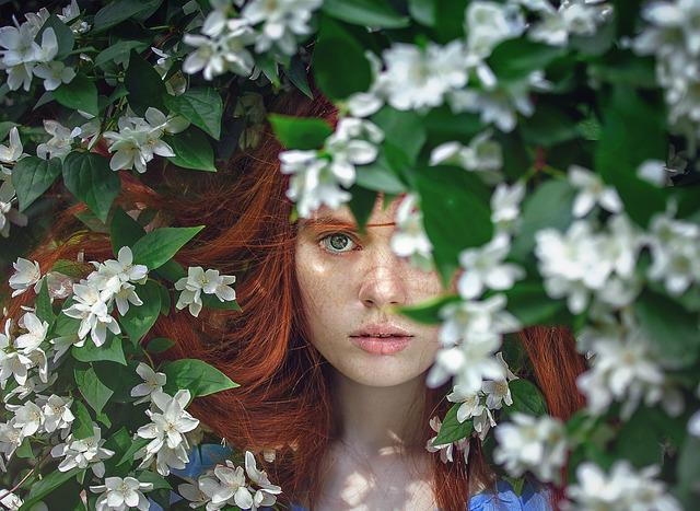 zrzka v květech