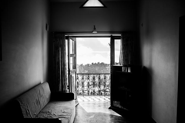 gauč u balkonu