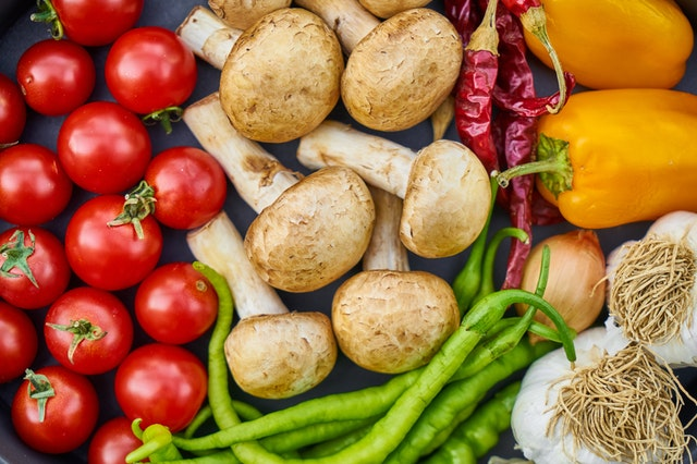 zelenina – rajčata, žampiony a papriky