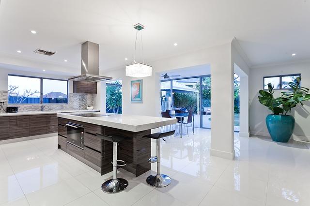 Stylová moderní kuchyně s dekoracemi